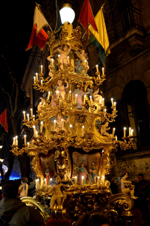 9° La candelora dei bettolieri (vinai) durante la festa di Sant'Agata a Catania