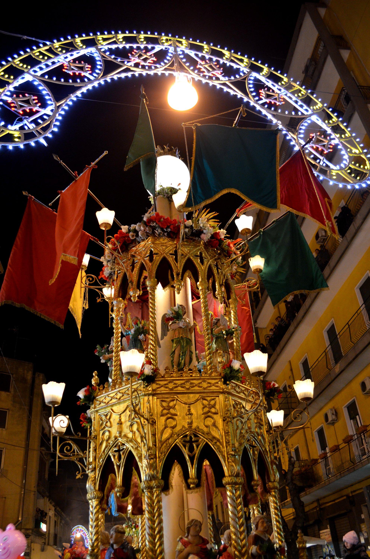 La candelora dei fiorai in via Plebiscito il 4 febbraio durante la festa di Sant'Agata a Catania