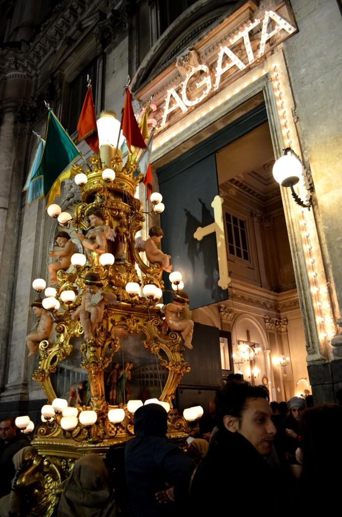 La candelora dei panettieri davanti alla chiesa di Santa Catarina in Via Umberto