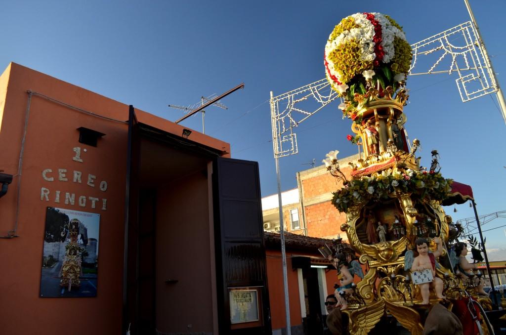 Candelora davanti a Casa della candelora a San Giuseppe La Rena