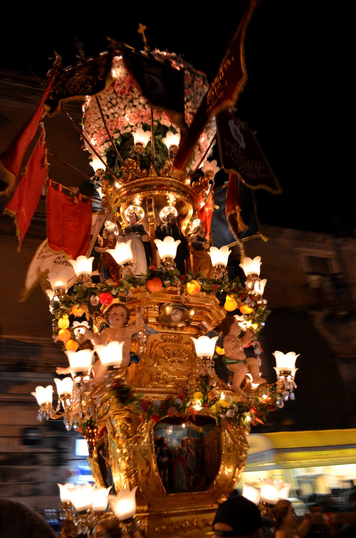 La candelora dei fruttivendoli durante la festa di Sant'Agata a Catania