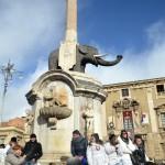 L'elefante (U Liotru), il simbolo di Catania, in piazza Duomo, durante la festa di Sant'Agata la mattina del 6 febbraio