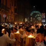 La strada del fuoco - i devoti portano in spalla dei ceri enormi in onore di Sant'Agata